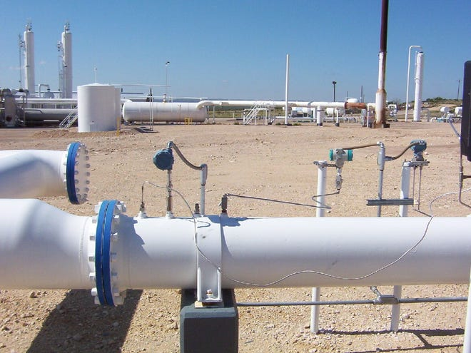 Utah-based Bluesource works with North American companies on CO2 reduction projects such as this system of pipelines used in a Carbon Capture and Storage project in West Texas, which eliminates 2 million metric tons of CO2 emissions each year. Pennsylvania and six other states are joining together to create a network of similar storage systems.
