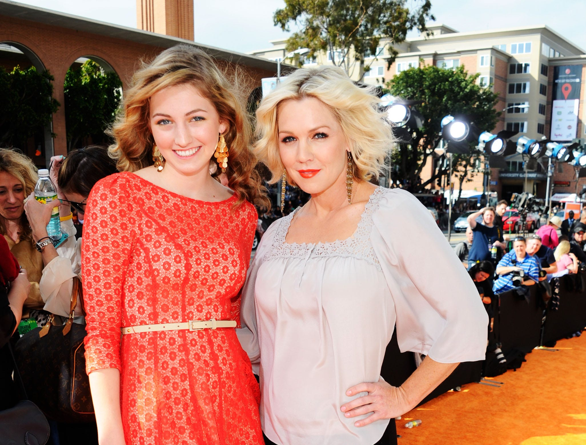 Luca Bella Facinelli with her mom, actress Jennie Garth, in 2012