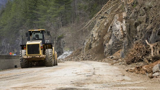 NCDOT reopens Interstate 40 lanes after rockslide