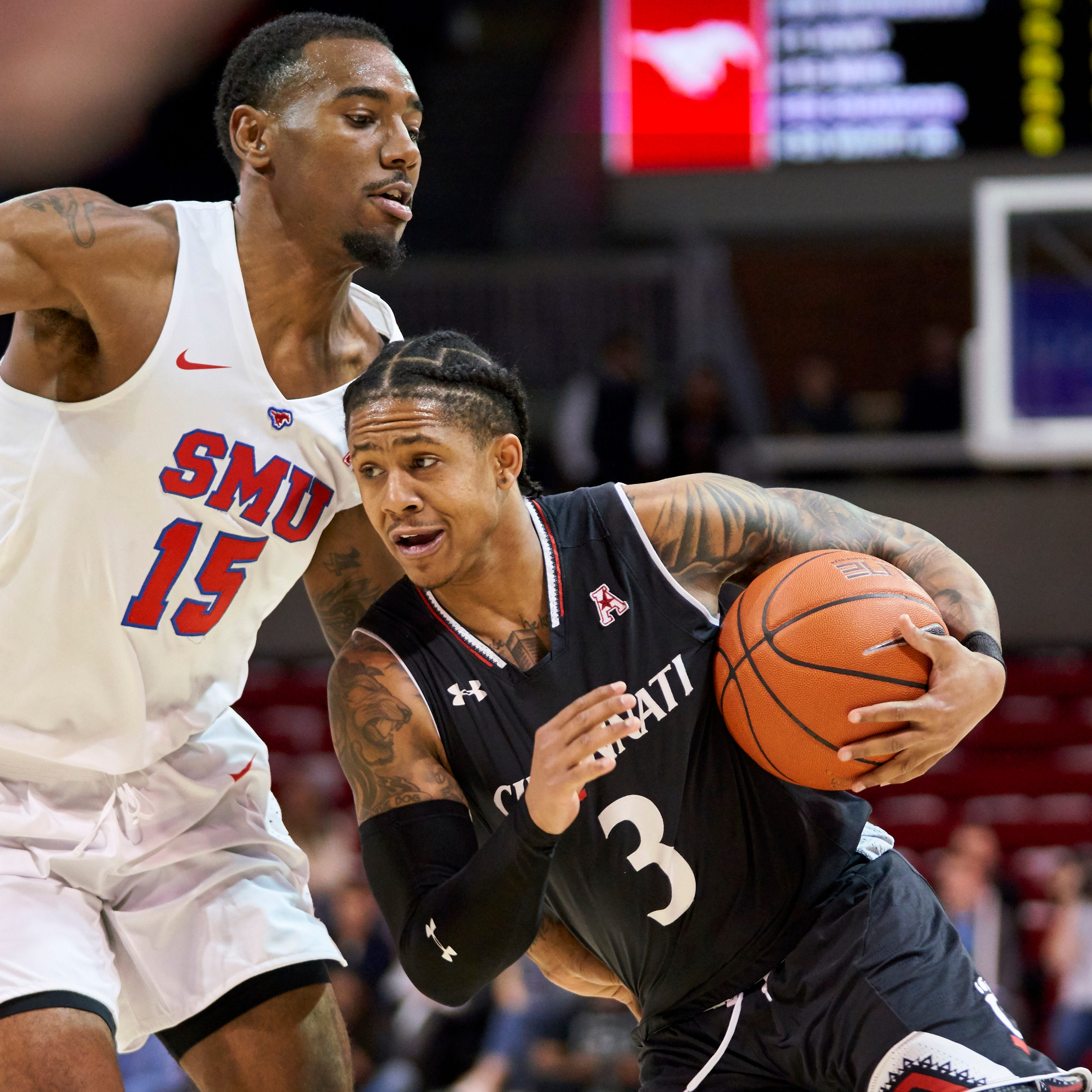 University of Cincinnati Bearcats win ugly game at SMU, secure bye in AAC tourney