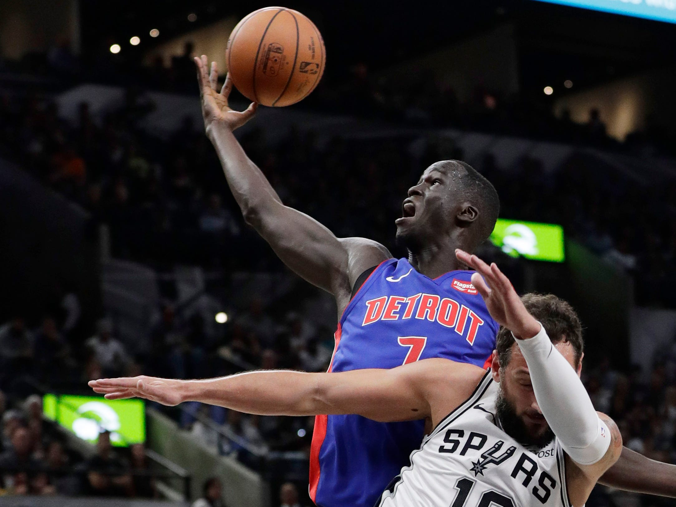 Detroit Pistons forward Thon Maker (7) reaches over San Antonio Spurs guard Marco Belinelli (18) for a rebound during the first half.