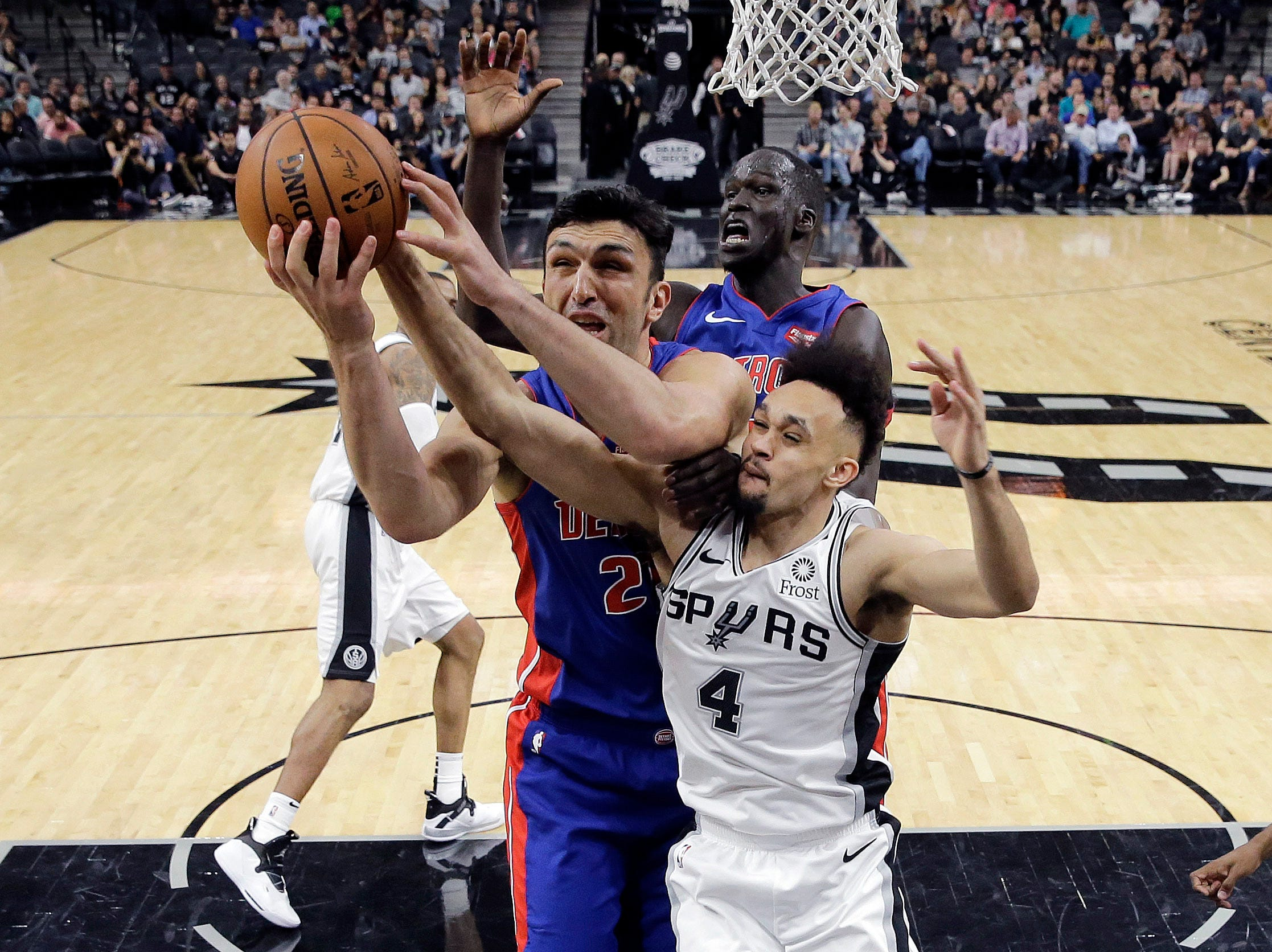 Detroit Pistons center Zaza Pachulia (27) and San Antonio Spurs guard Derrick White (4) vie for control of a rebound during the second half.