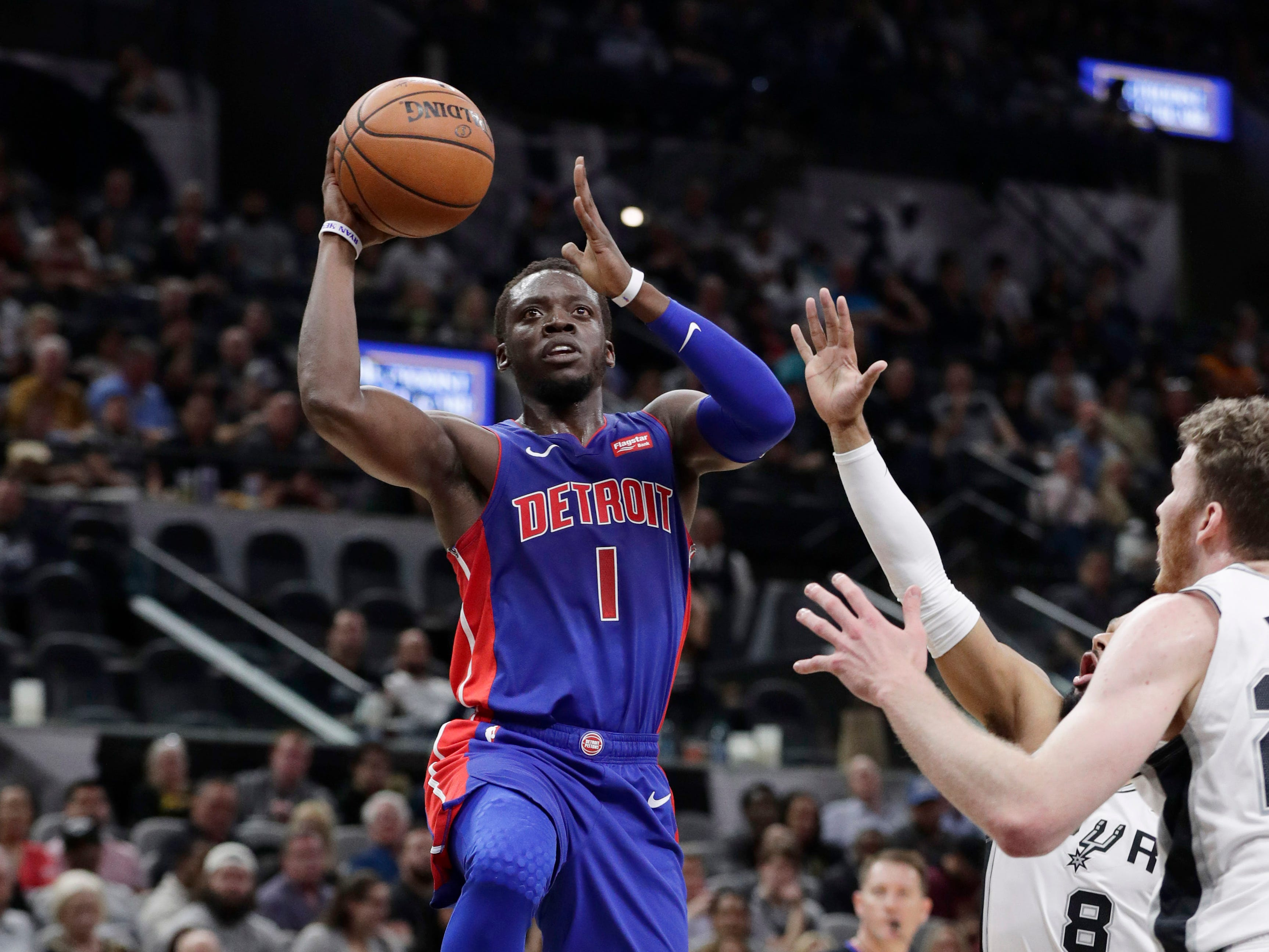 Detroit Pistons guard Reggie Jackson (1) drives to the basket against the San Antonio Spurs during the first half.