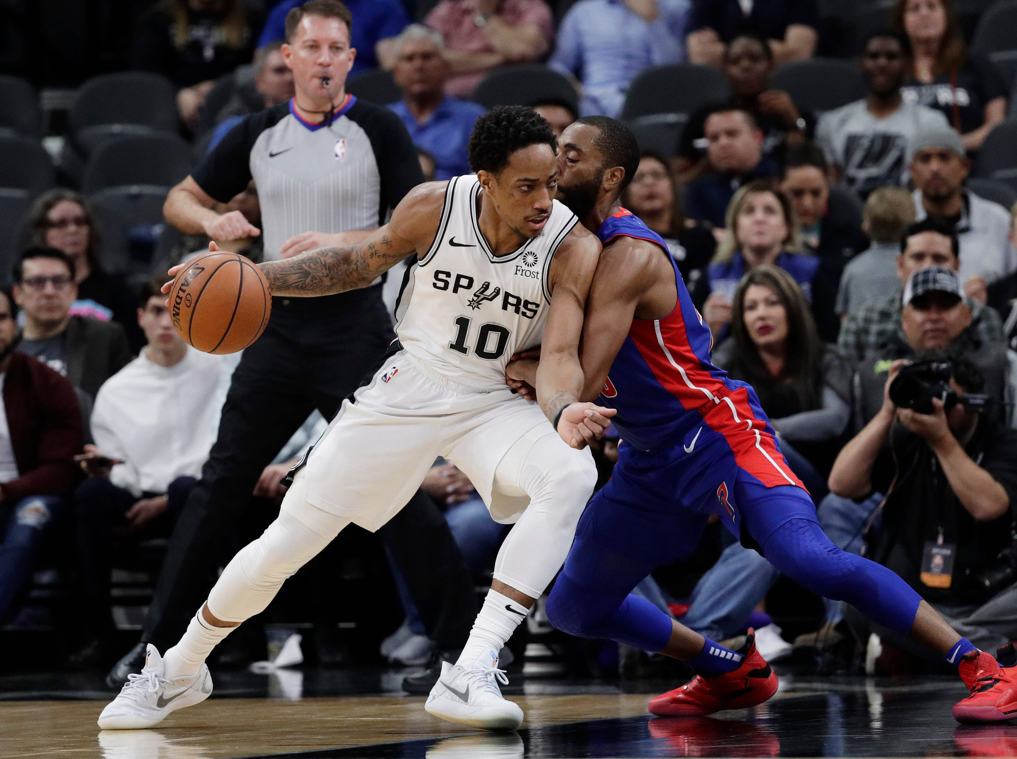 San Antonio Spurs guard DeMar DeRozan (10) is defended by Detroit Pistons guard Wayne Ellington during the first half.