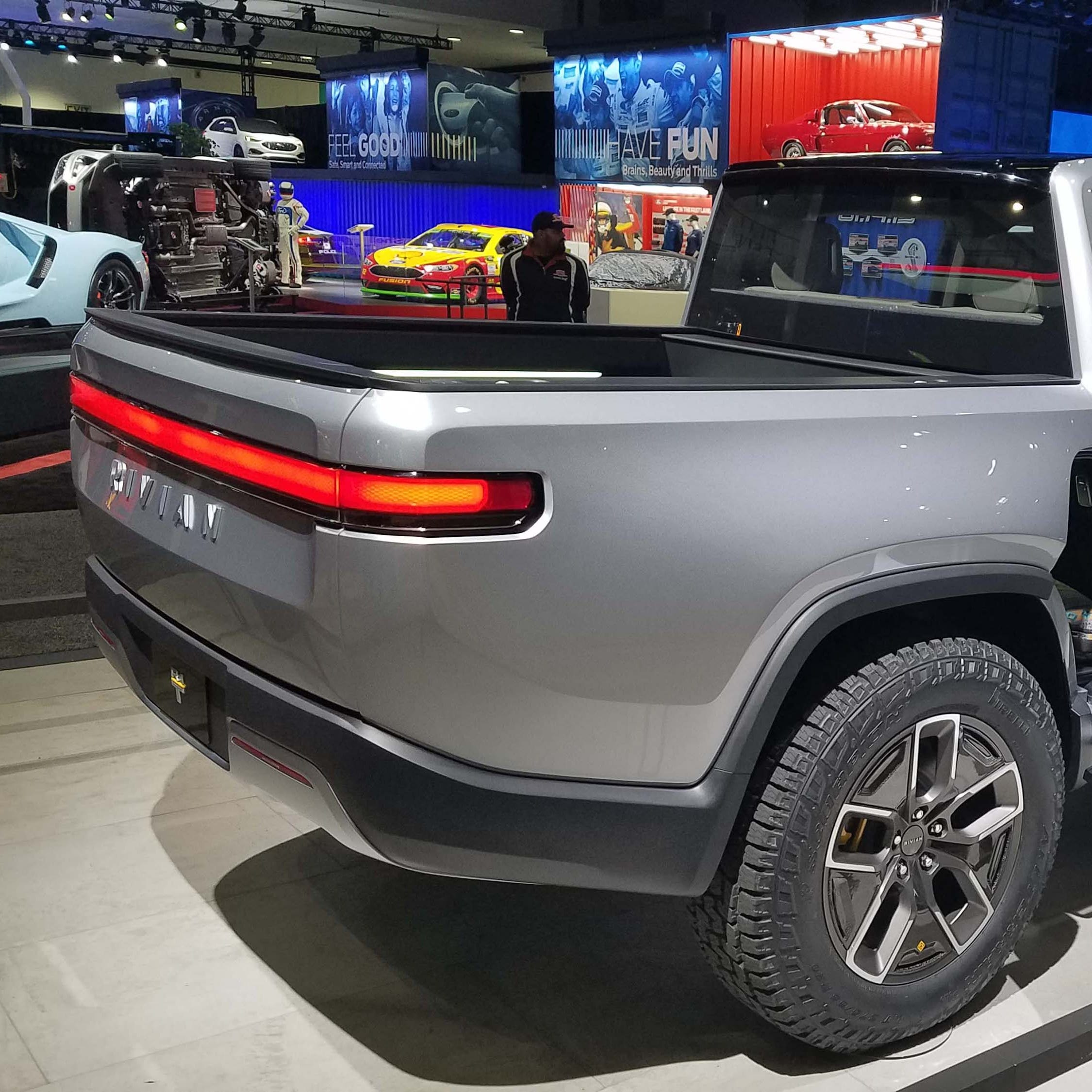 Ford invests $500M in Rivian; companies plan electric vehicle
