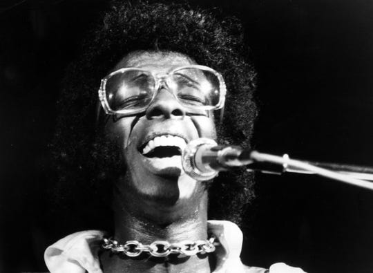"""Sly Stone of the psychedelic soul group """"Sly And The Family Stone"""" performs at the Woodstock Festival on August 17, 1969 in Bethel, New York."""