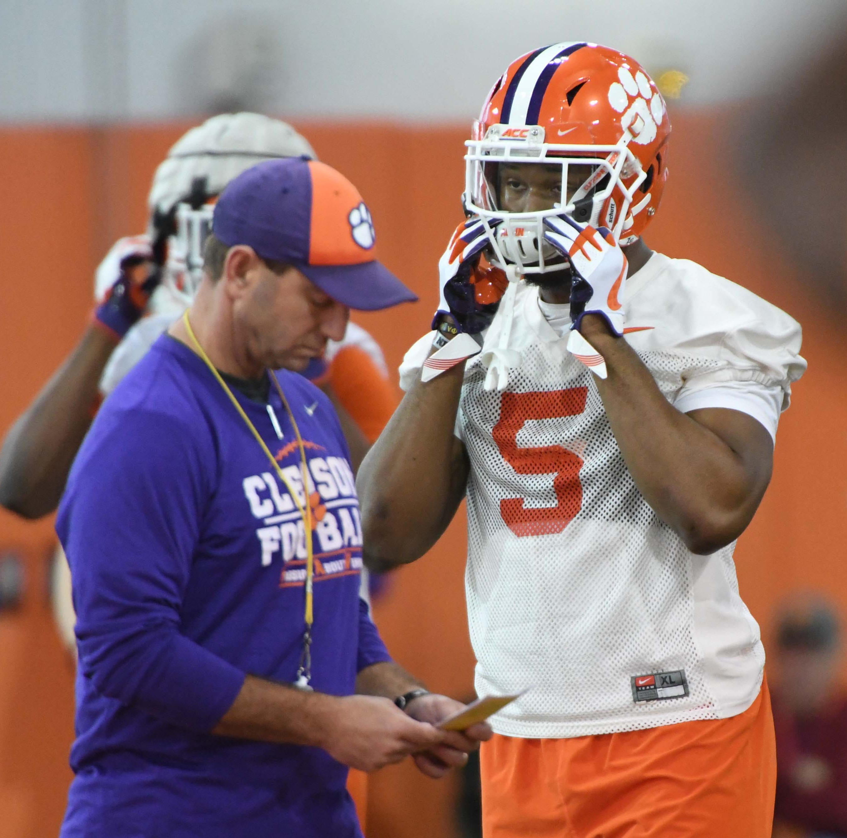 Clemson linebacker Shaq Smith enters NCAA's transfer portal