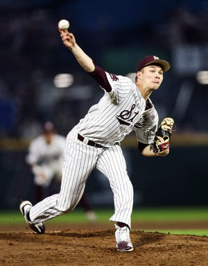 Mississippi State senior pitcher Peyton Plumlee's mishap allowed two Tennessee runs to score in the fourth inning, which is all the Volunteers needed to secure a win Saturday.
