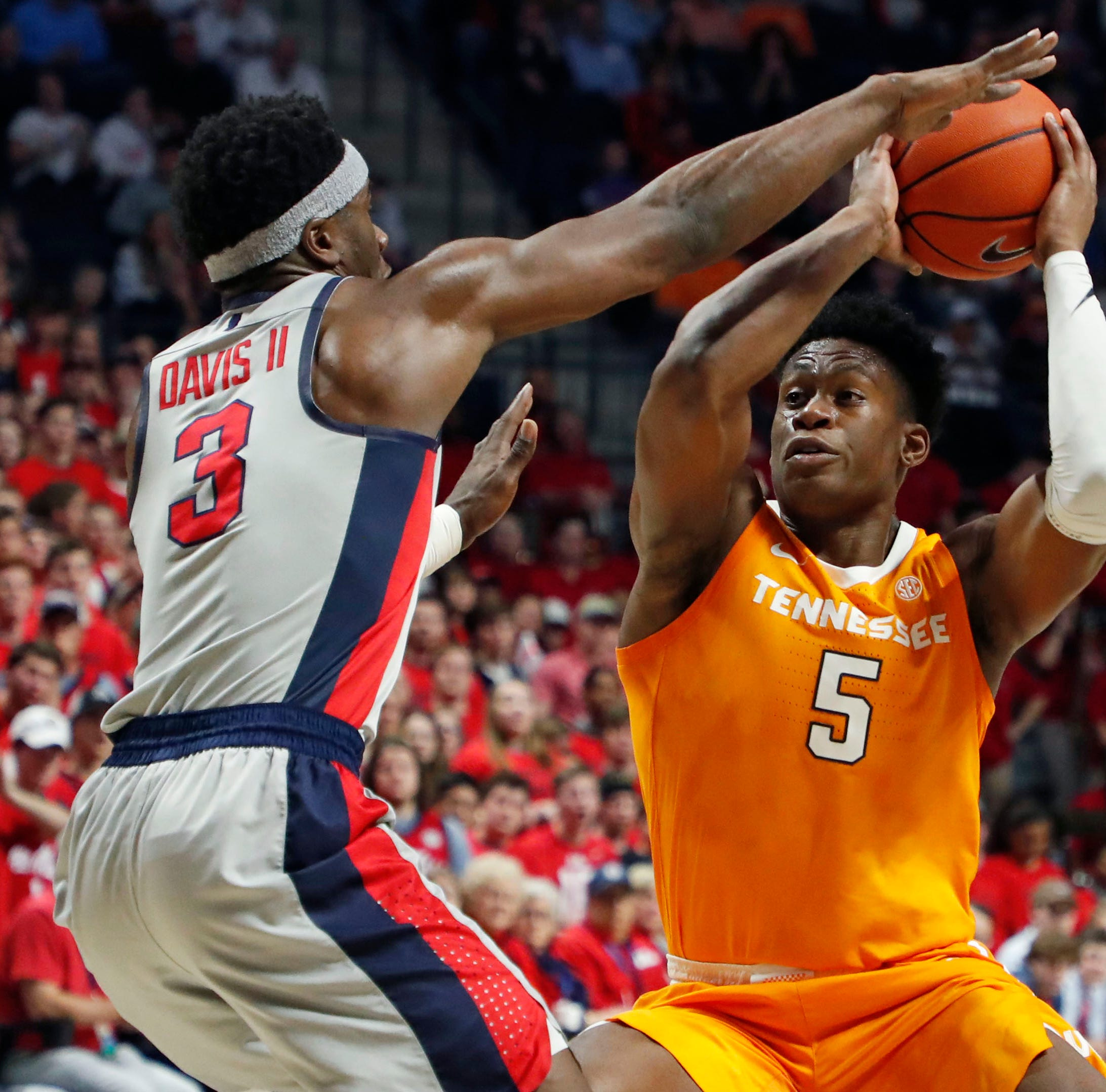 Tennessee basketball: Admiral Schofield explains taking 'risky' last-second charge at Ole Miss