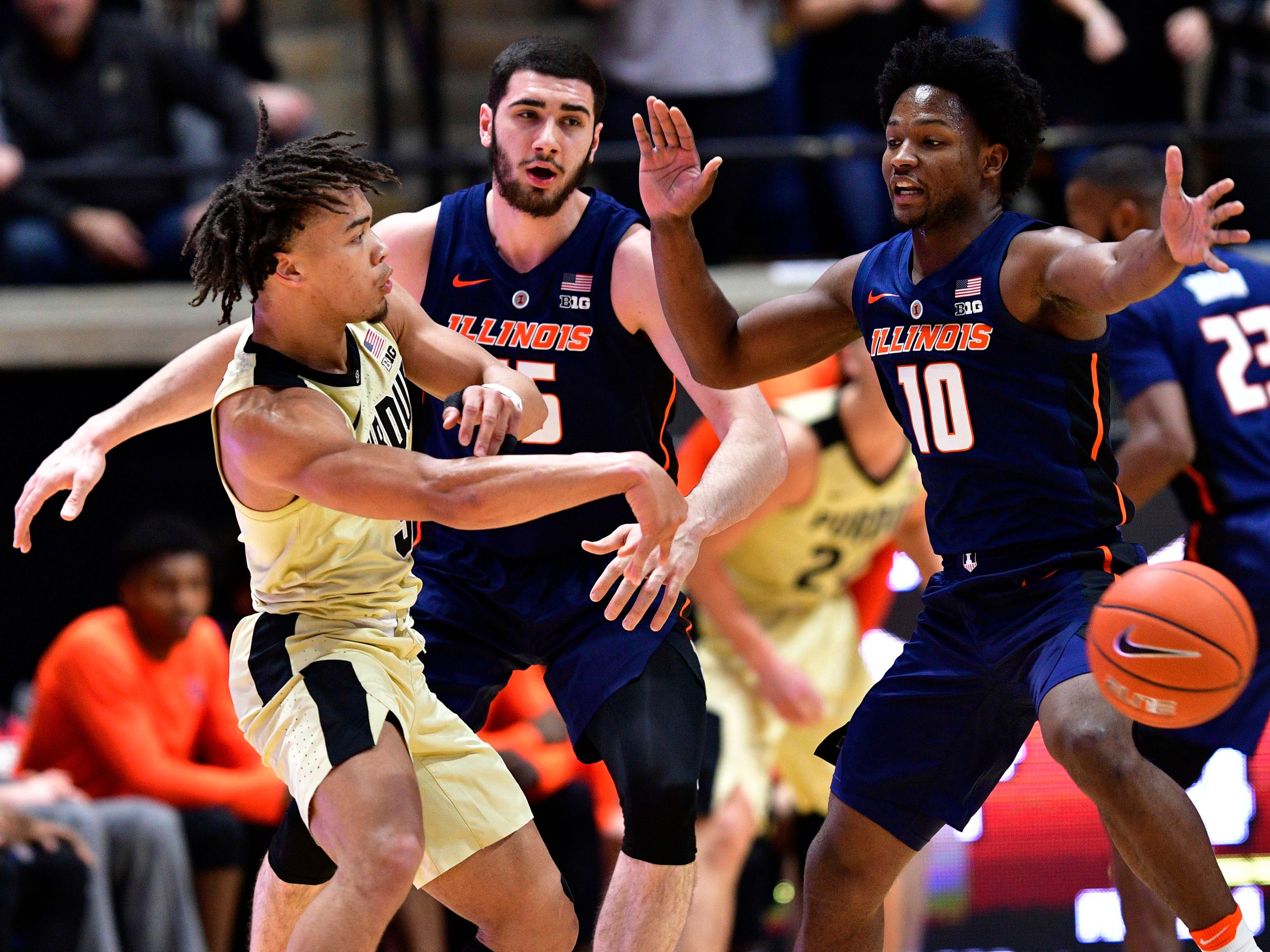 Feb 27, 2019; West Lafayette, IN, USA; Purdue Boilermakers guard Carsen Edwards (3) passes the ball past Illinois Fighting Illini guard Andres Feliz (10) during the first half of the game at Mackey Arena. Mandatory Credit: Marc Lebryk-USA TODAY Sports