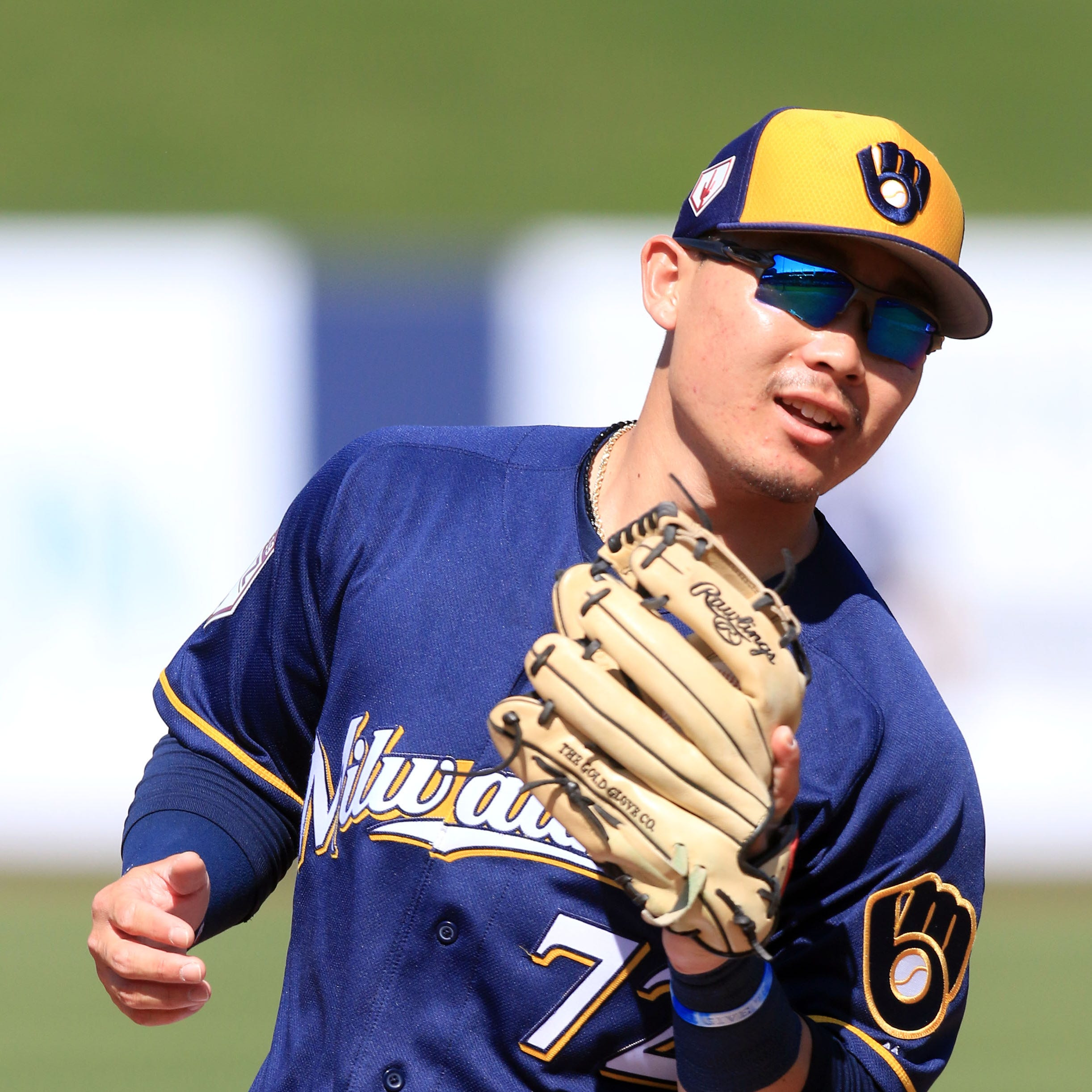 Brewers call up top prospect Keston Hiura, place Travis Shaw on injured list with wrist strain