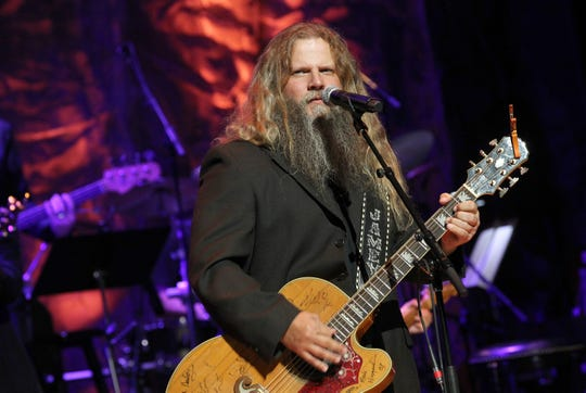 Jamey Johnson performs at the Country Music Hall of Fame and Museum Medallion Ceremony to celebrate 2017 hall of fame inductees Alan Jackson, Jerry Reed And Don Schlitz at Country Music Hall of Fame and Museum on October 22, 2017 in Nashville, Tennessee.