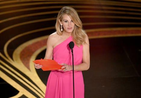 Oscars long hair no more! Julia Roberts has a gorgeous new chop.
