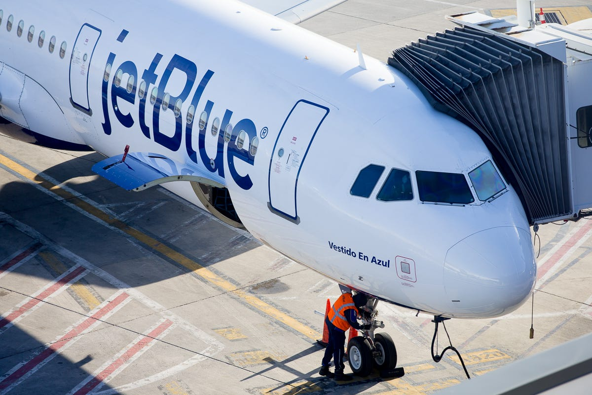 Orlando-bound JetBlue flight diverts to JFK after crew reports smoke in cockpit