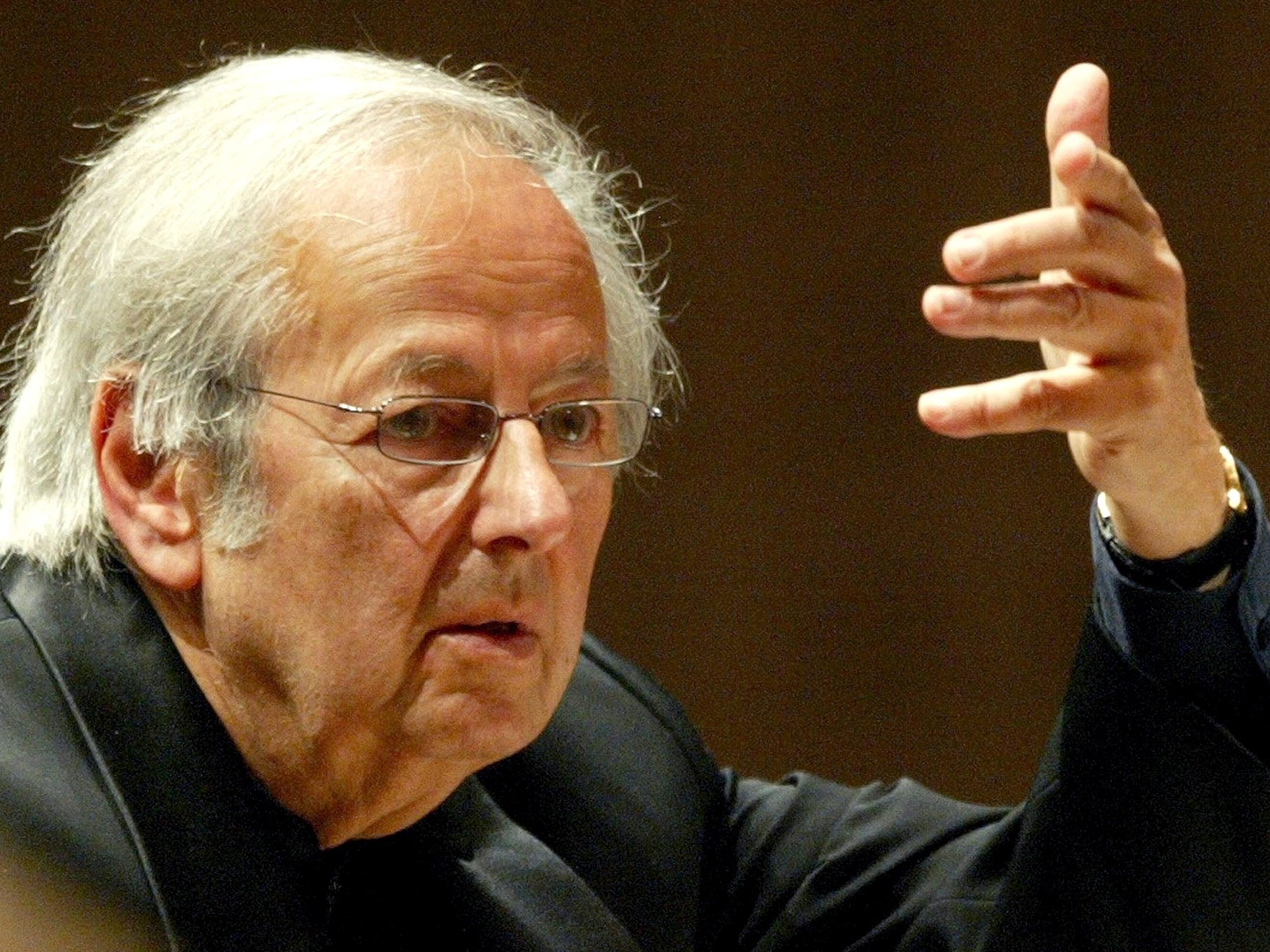 In this Sept. 1, 2004 file photo, conductor of the Oslo Philharmonic Orchestra, Andre Previn, conducts the 15th symphony concert during the Lucerne Festival in the concert hall in Lucerne, Switzerland.  Previn, the pianist, composer and conductor whose broad reach took in the worlds of Hollywood, jazz and classical music, died in his Manhattan home, Thursday, Feb. 28, 2019. He was 89.