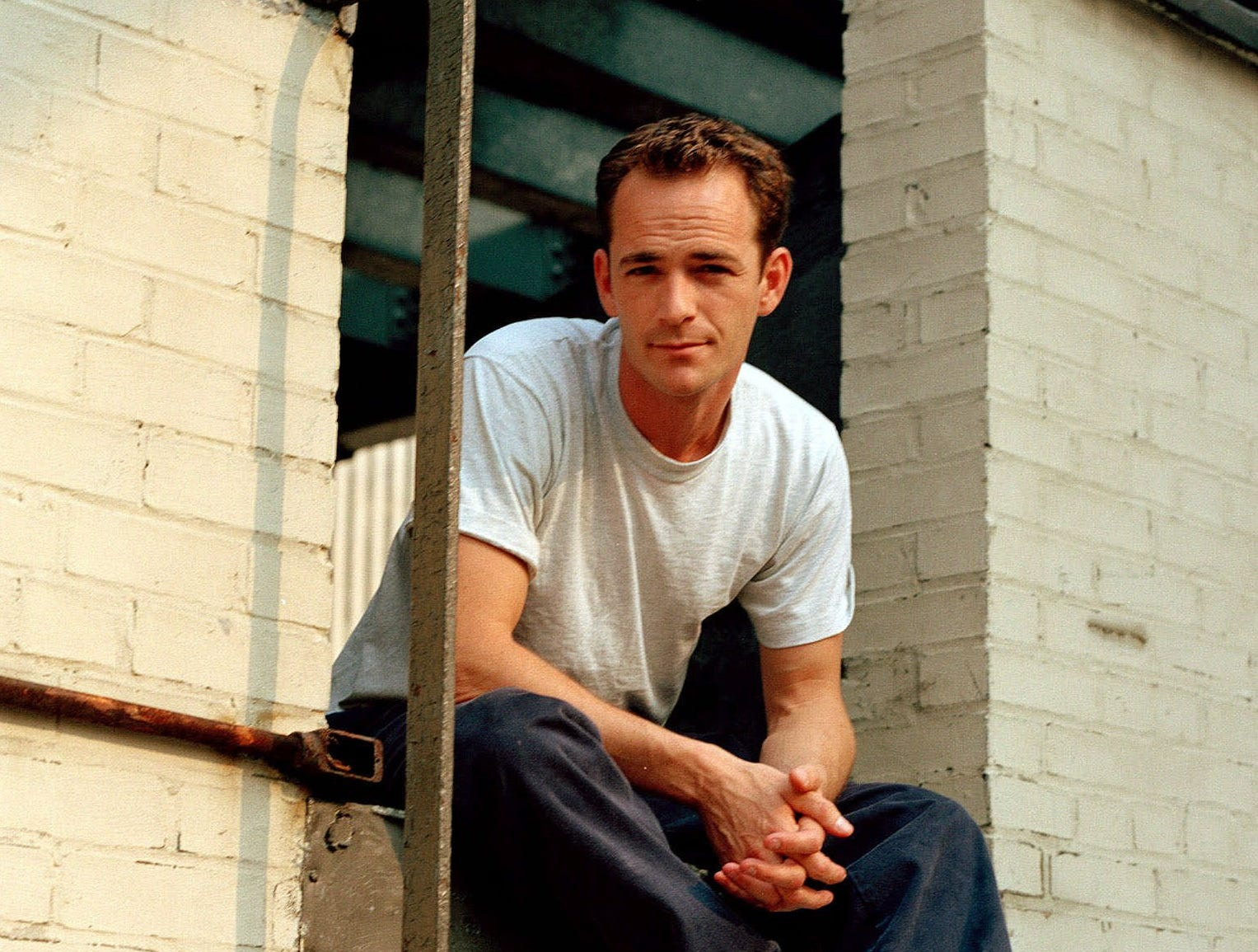 "Actor Luke Perry poses during an interview in New York, June 29, 2001. The former teen idol who sent hearts aflutter on Fox's ""Beverly Hills 90210"" is now strutting  about a Broadway stage in ""The Rocky Horror Show"" where he plays Brad Majors."