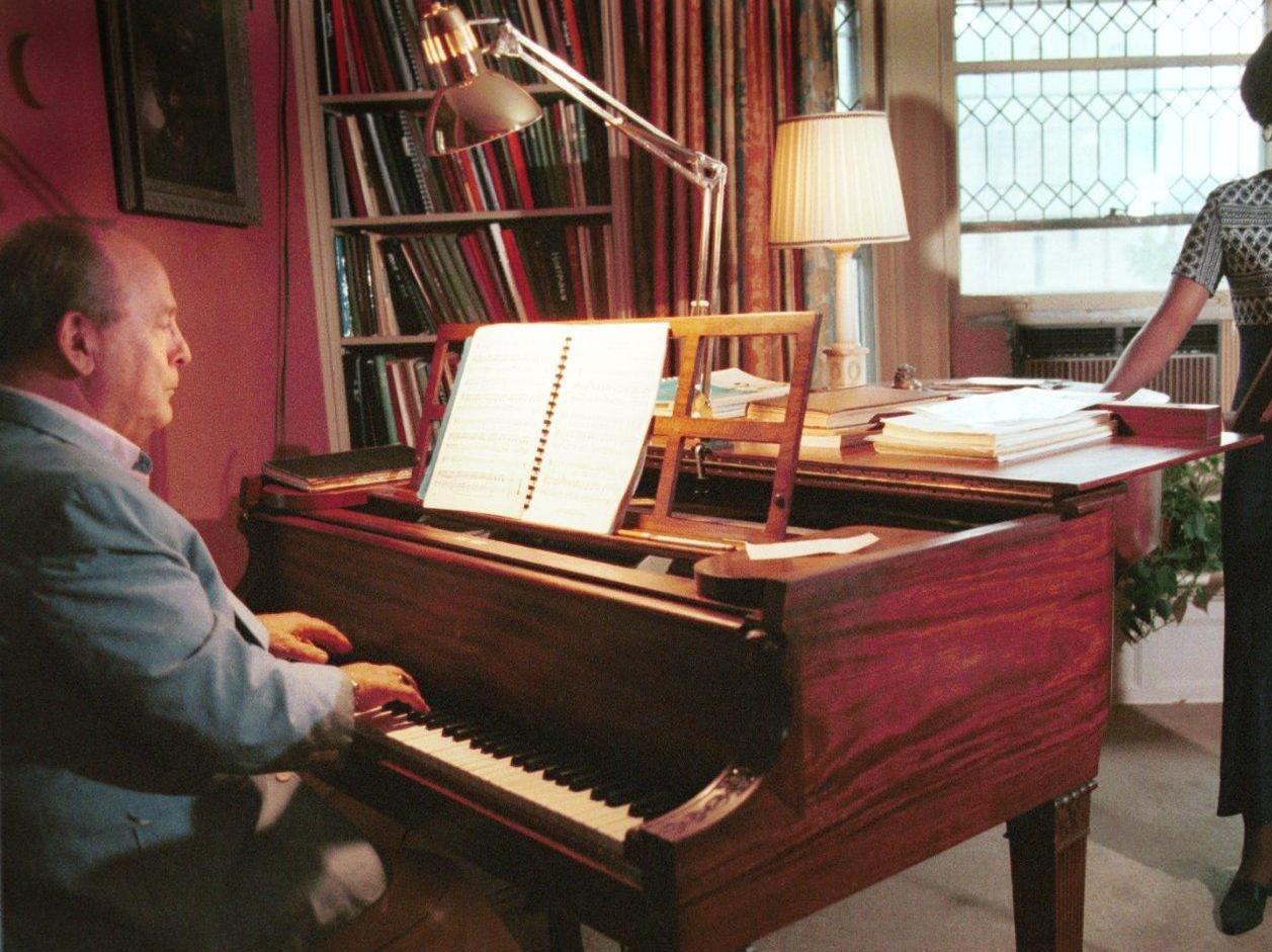 Tri-cities Opera co-founder Peyton Hibbitt teaches music in the studio in his apartment in 1998.