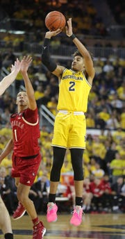 Jordan Poole scores against Nebraska.