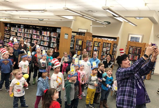 Celebrity reader Kim Hansard has the preschoolers pose for a big group selfie. March 1, 2019.
