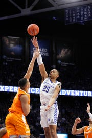 Kentucky forward PJ Washington (25) shoots the ball against Tennessee  forward Grant Williams (2)  on Feb. 16, 2019.