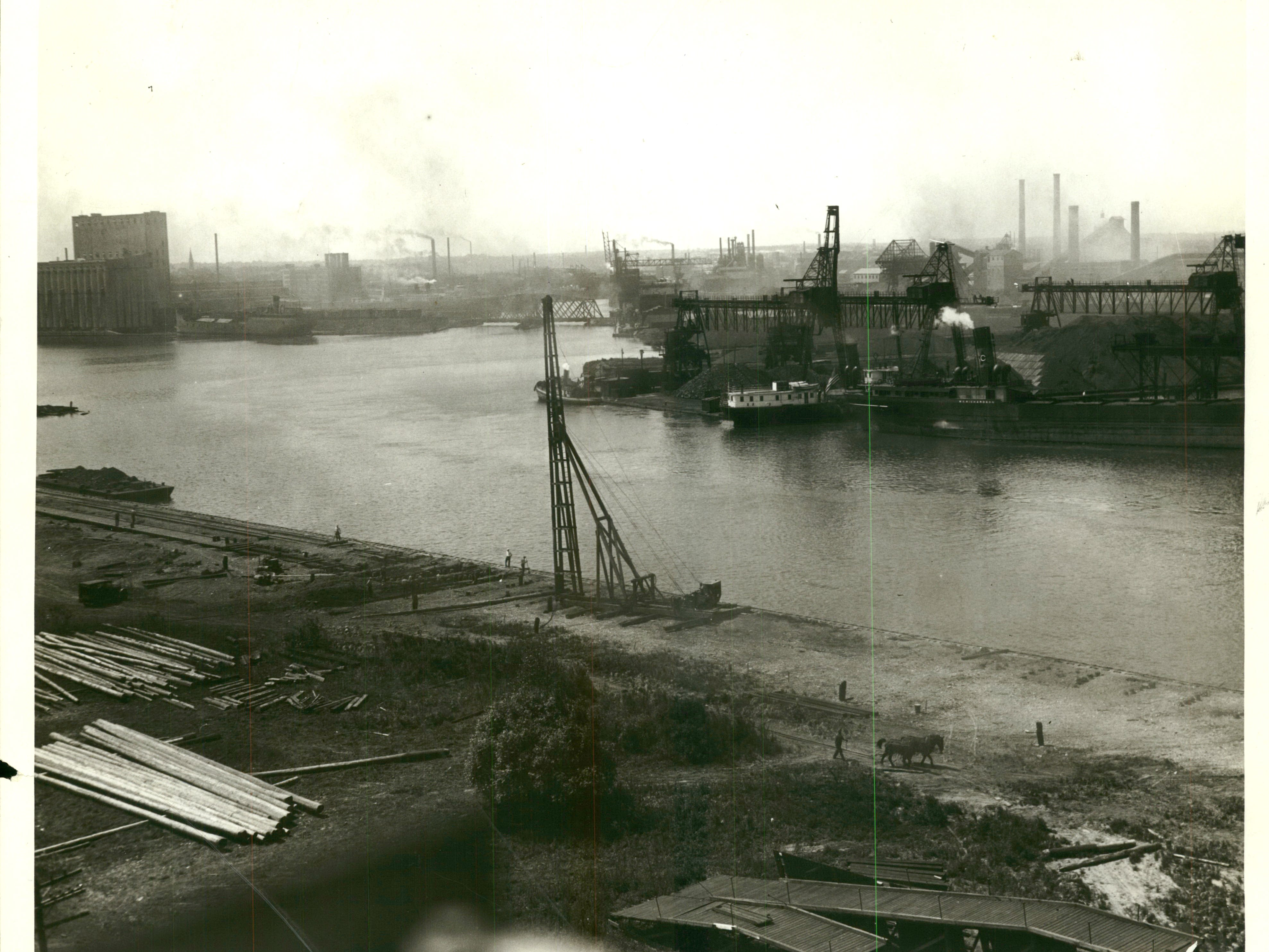 (Jones Island - Track - Docks) Jones Island Park and Docks, Aerial view