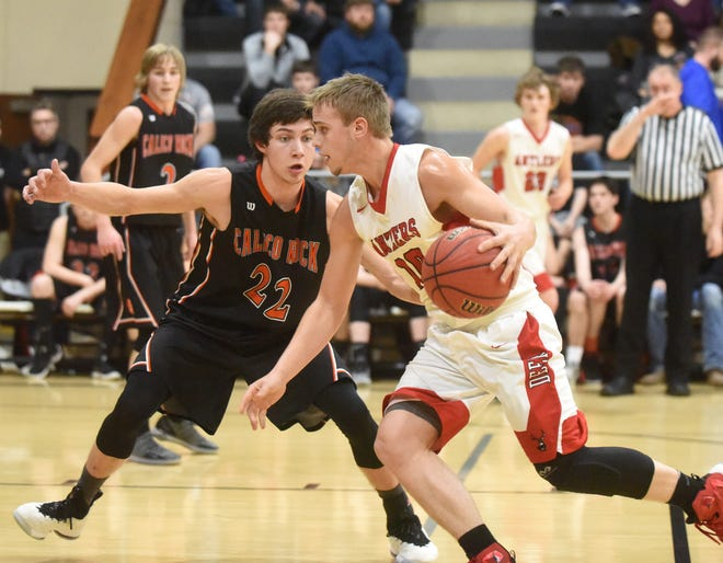 Calico Rock's Clayton Smyser defends Deer's Johnny Smith on Thursday at Brockwell.