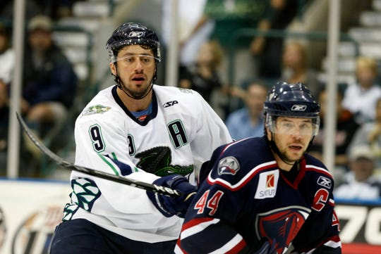 Florida Everblades forward Ernie Hartlieb (9) and South Carolina defenseman Brad Farynuk (44) keep tabs on the puck in the second period during the ECHL South Division Finals at Germain Arena on Saturday, April 25, 2009, in Estero. Hartlieb, whose number was retired in 2012 and came back to play in 2013-14, will return to the Blades on Friday.