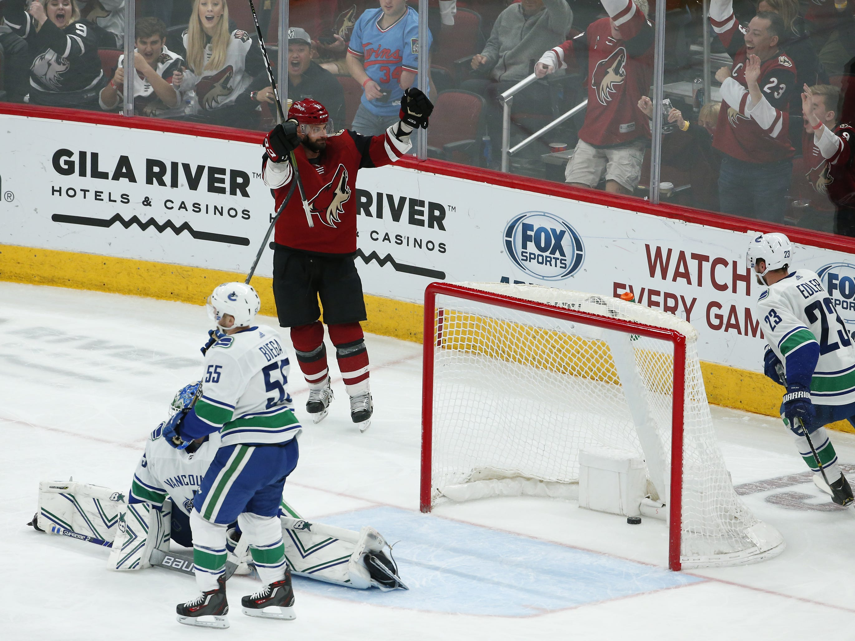Arizona Coyotes center Brad Richardson (15) scores his fourth goal during a NHL game against the Vancouver Canucks at Gila River Arena in Glendale on February 28.