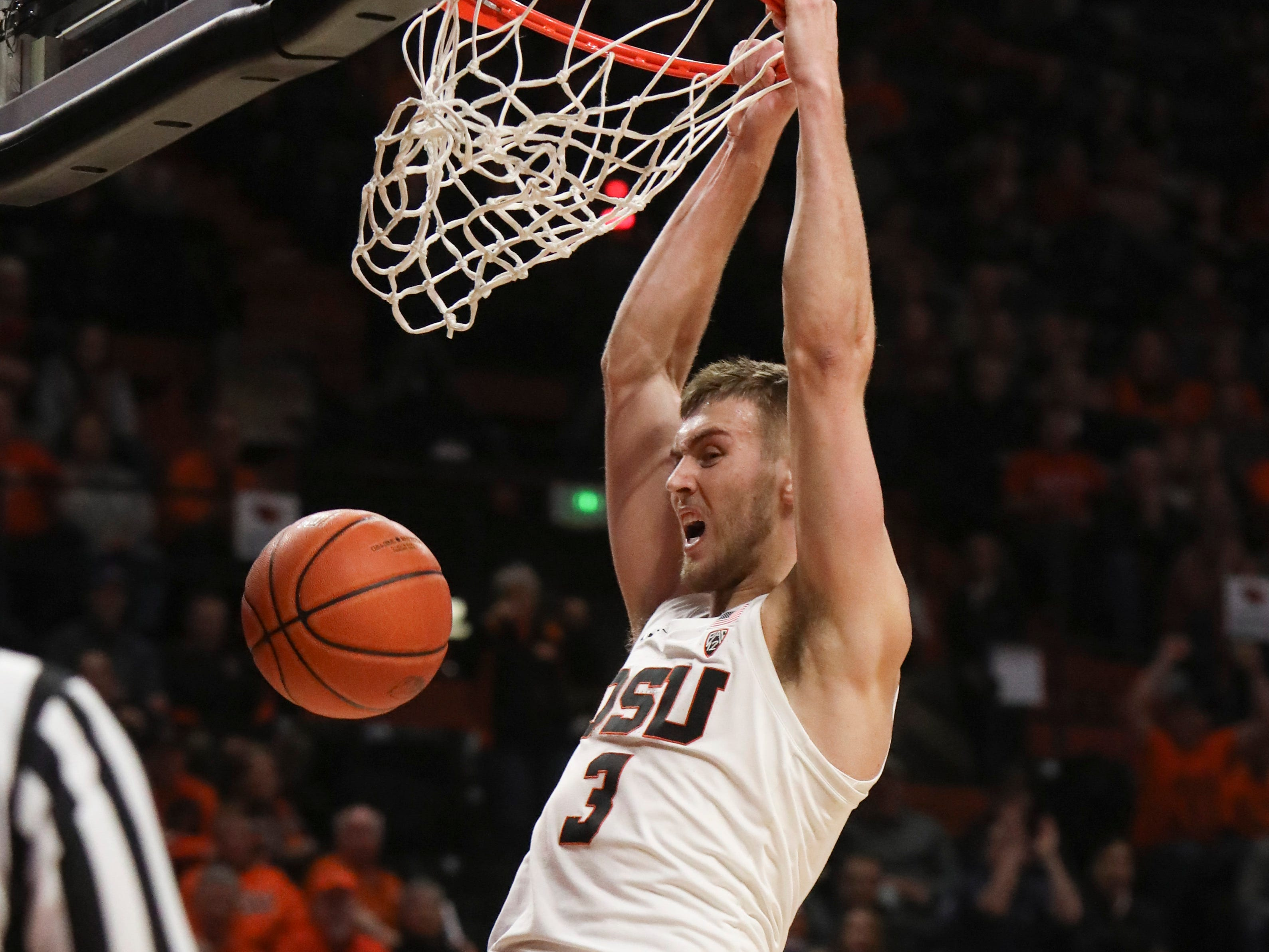 Oregon State's Tres Tinkle (3) dunks during the second half of an NCAA college basketball game against Arizona in Corvallis, Ore., Thursday, Feb. 28, 2019. Arizona won 74-72.