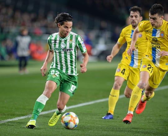 Diego Lainez busca triunfar en Europa con el Real Betis.