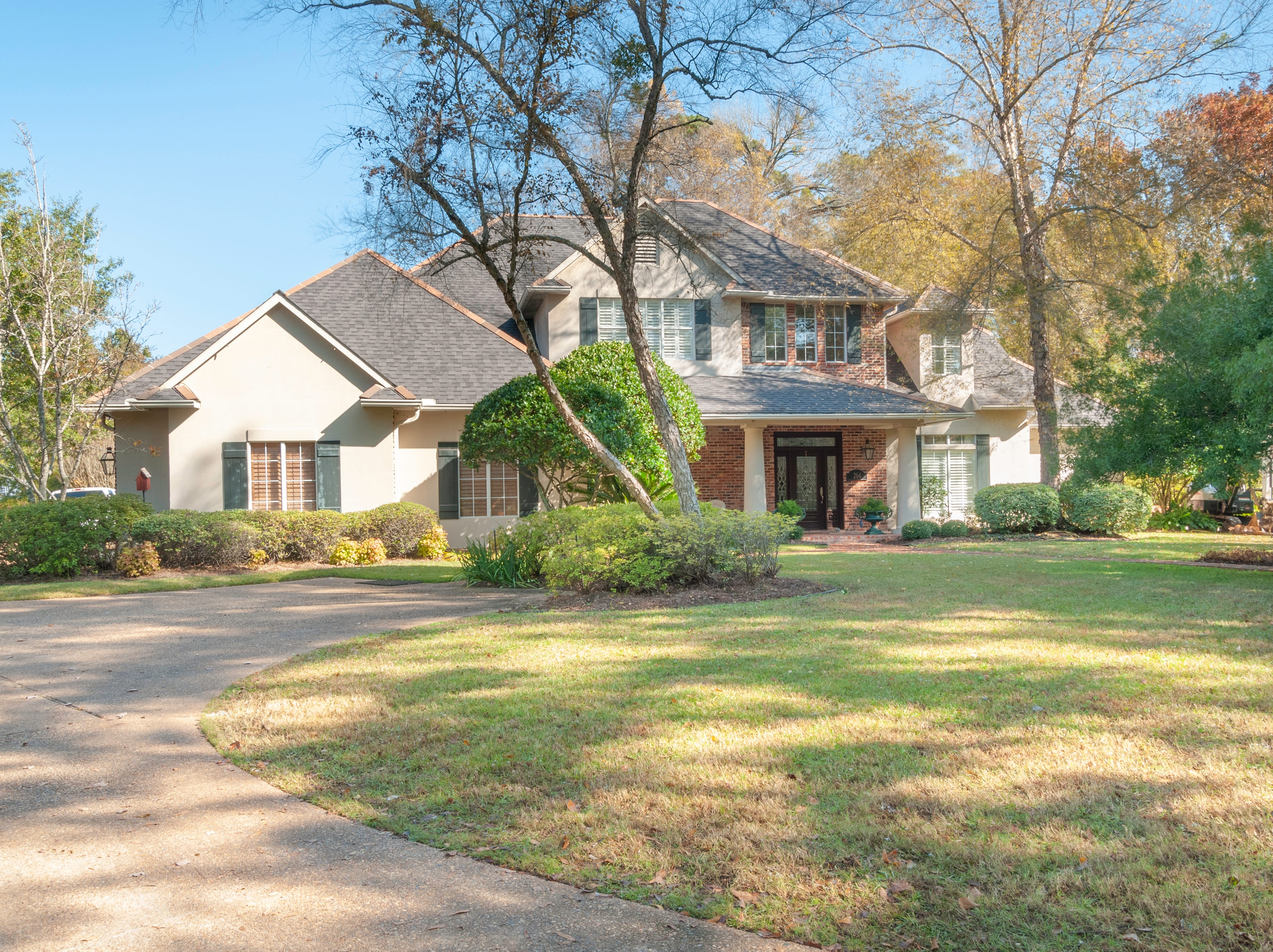 264 Golf Ridge Drive,   Shreveport  Price: $825,000  Details: 4 bedrooms, 5 bathrooms, 5,024 square feet  Special features: Golf course living on 1 acre with private pool and hot tub, outdoor kitchen, cook's kitchen with sub-zero refrigerator, 10 foot ceilings downstairs, 2 fireplaces, beautiful wooden room perfect for a music room or library.   Contact: Carolyn Mills, 458-2945