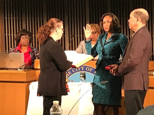 Linda Gray is sworn in to Wilmington City Council