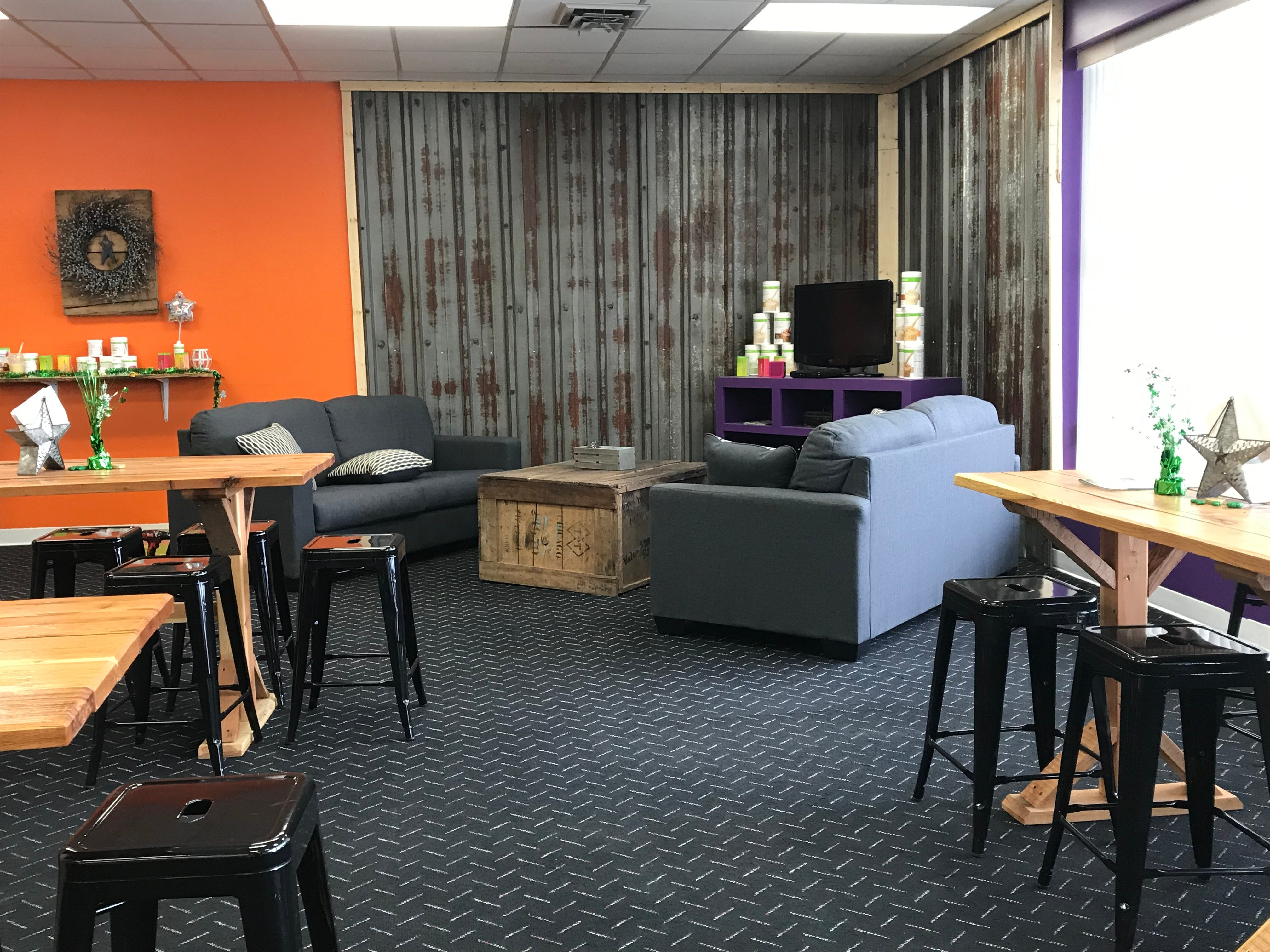 Customers have a variety of seating options at Motav8 Nutrition.