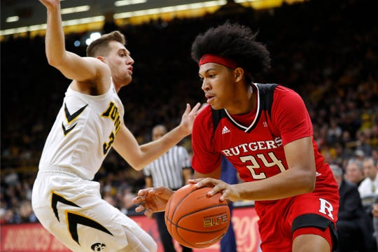 Rutgers forward Ron Harper Jr. drives past Iowa guard Jordan Bohannon, left, during the first half.