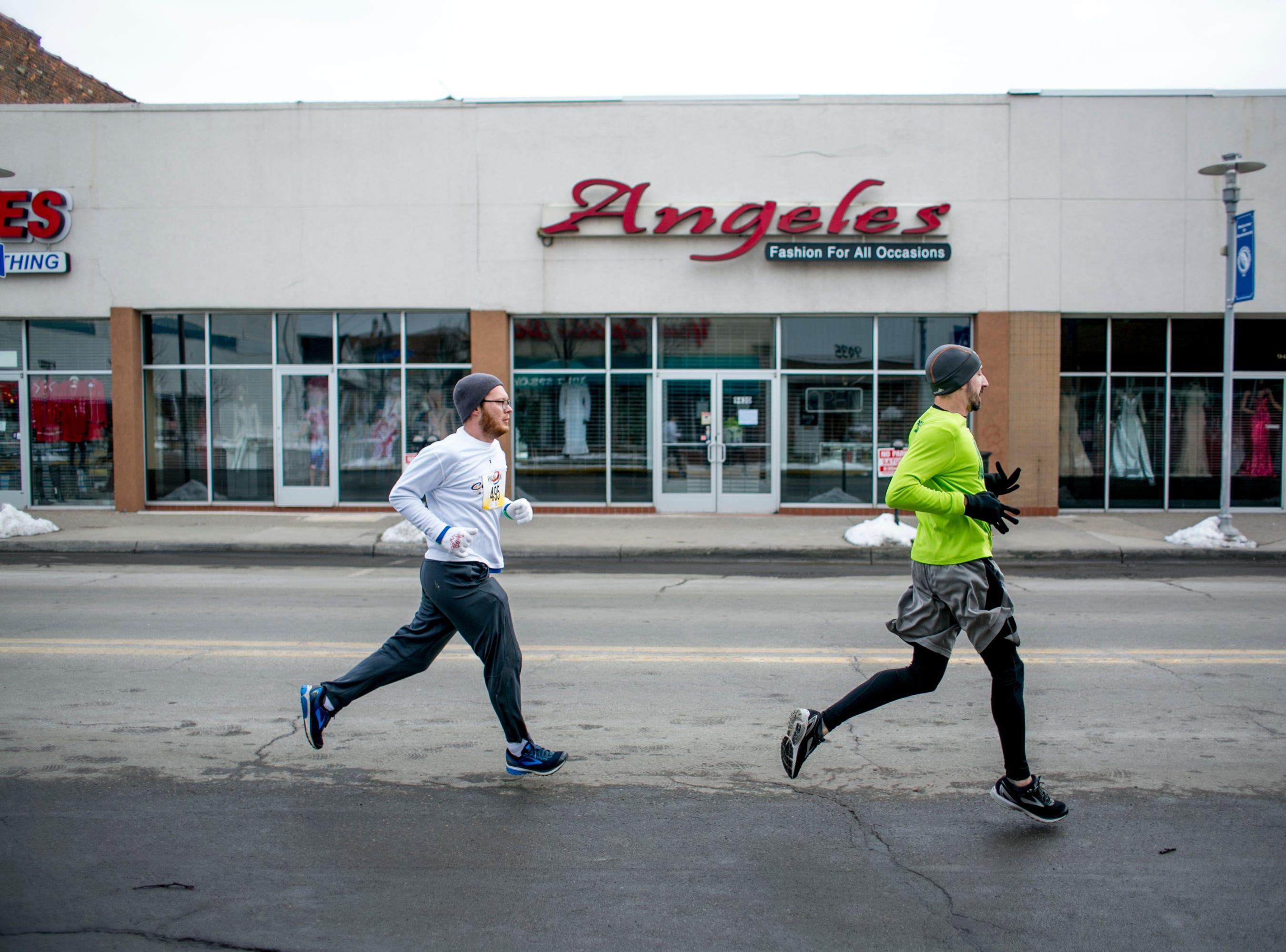 People run in the 7th annual Tour-de-Troit Paczki Run.