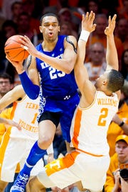 Kentucky PJ Washington (25) passes past Tennessee forward Grant Williams (2) during a game between Tennessee and Kentucky at Thompson-Boling Arena in Knoxville, Tennessee on Saturday, March 2, 2019.