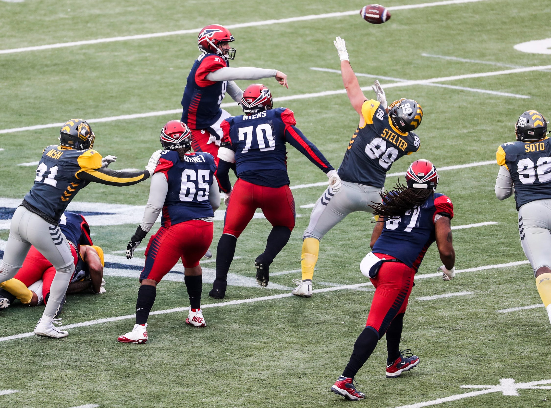 March 02, 2019 - Memphis Express' Zach Mettenberger attempts a pass during Saturday's game against the San Diego Fleet.