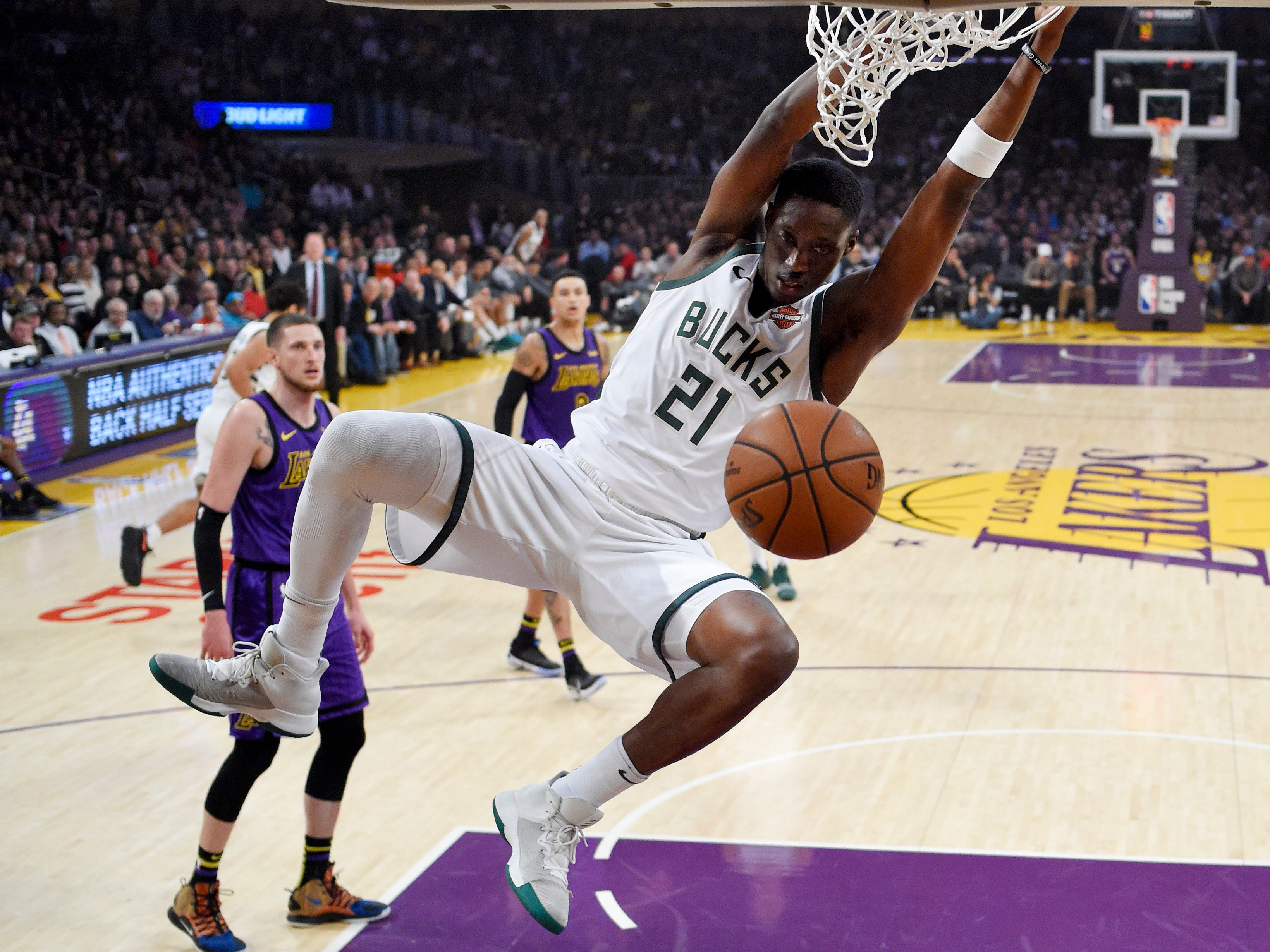 Bucks guard Tony Snell throws home a dunk against the Lakers during the first half.