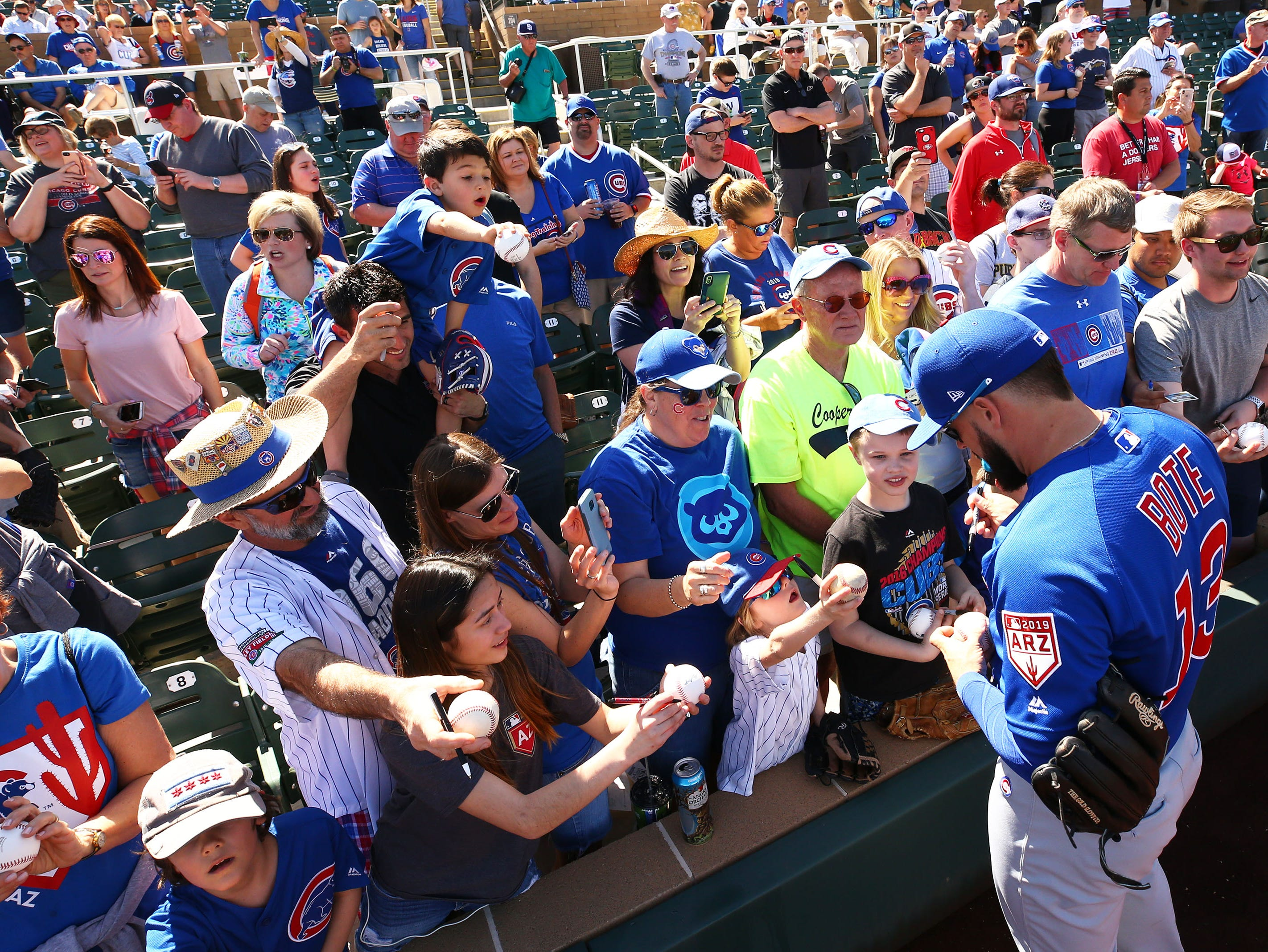 Chicago Cubs David Bote signs autographs before playing the Arizona Diamondbacks during a spring training game on Mar. 1, 2019 at Salt River Fields in Scottsdale, Ariz.