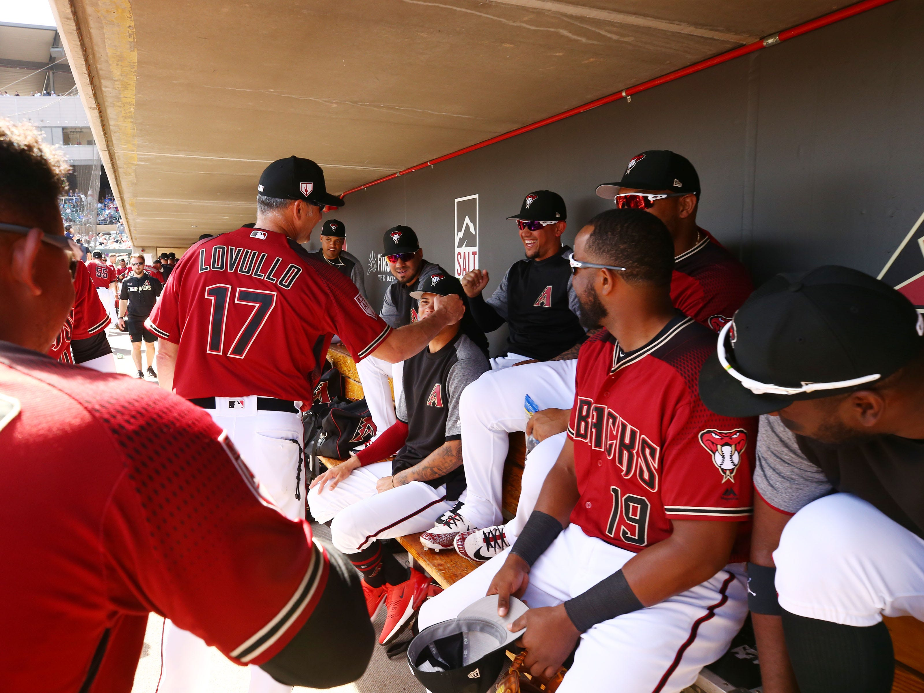Arizona Diamondbacks manager Torey Lovullo makes the rounds with his players against the Chicago Cubs during a spring training game on Mar. 1, 2019 at Salt River Fields in Scottsdale, Ariz.