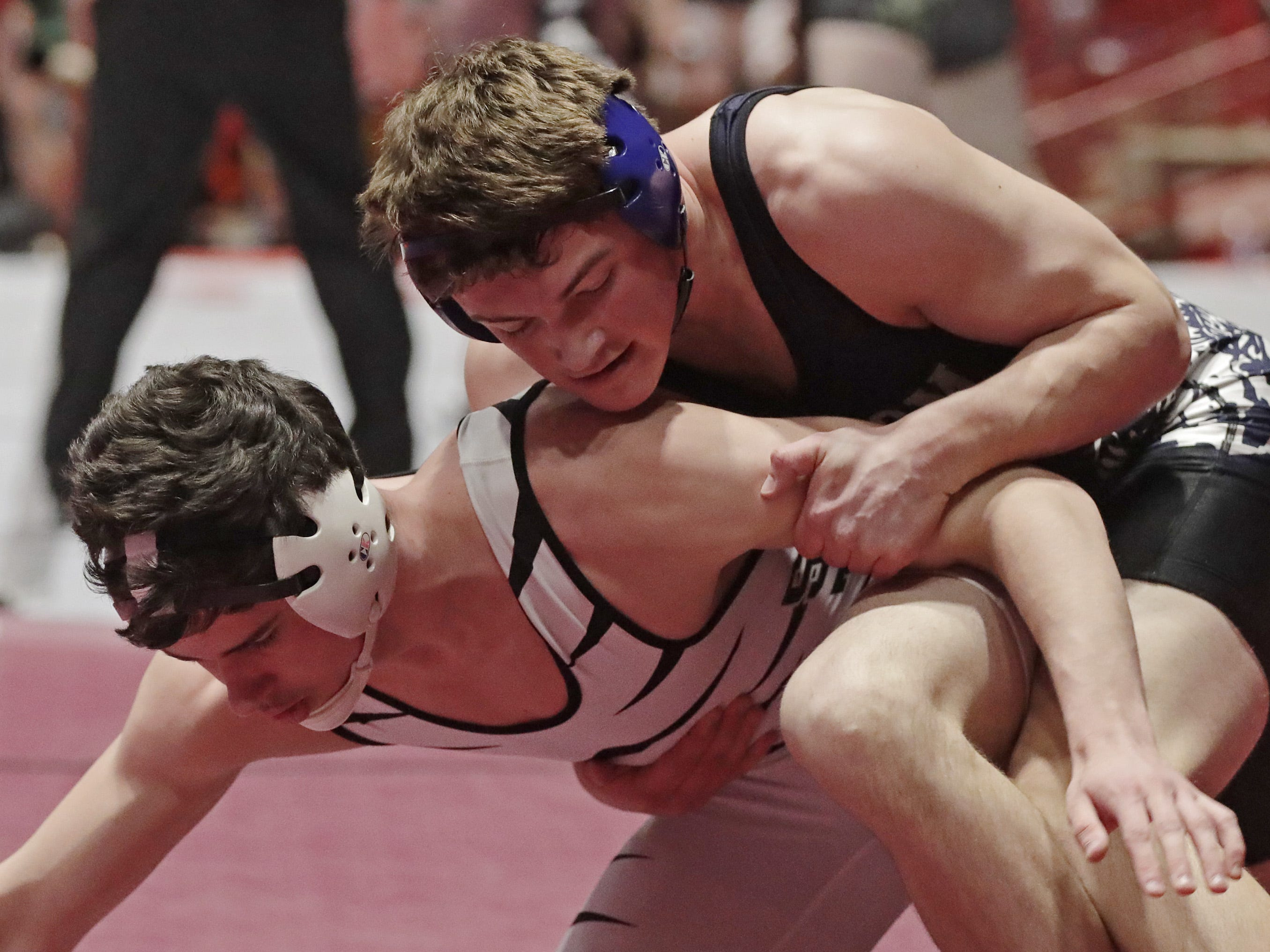 Stratford's Jediah Knetter, left, wrestles Random Lake's Brock Upson in a 195-pound match, Saturday, March 2, 2019, in Madison, Wis.