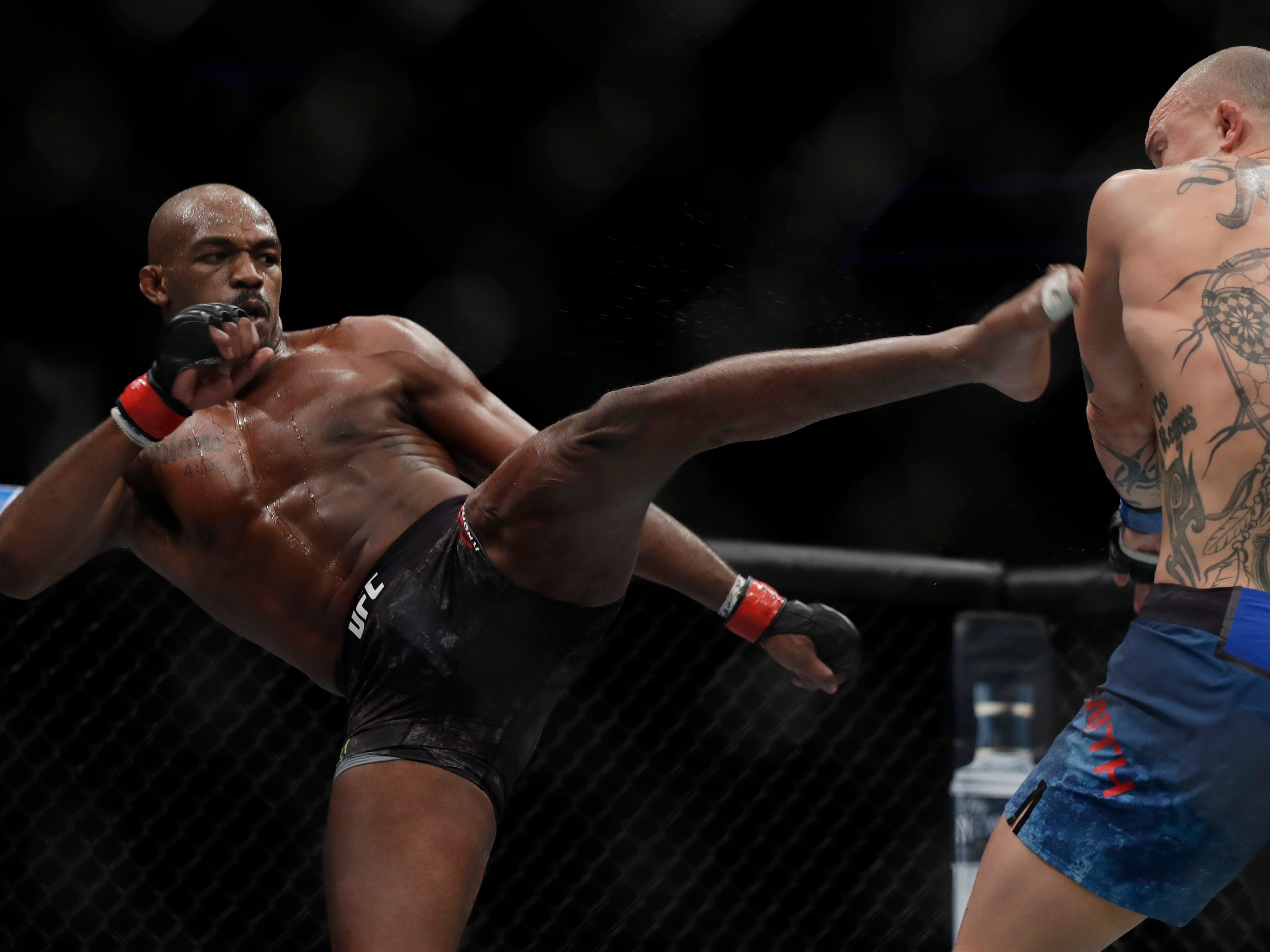 LAS VEGAS, NEVADA - MARCH 02: Jon Jones (L) attempts to kick Anthony Smith during their light heavyweight title bout during UFC 235 at T-Mobile Arena on March 02, 2019 in Las Vegas, Nevada. Jones won by unanimous decision.  (Photo by Isaac Brekken/Getty Images )
