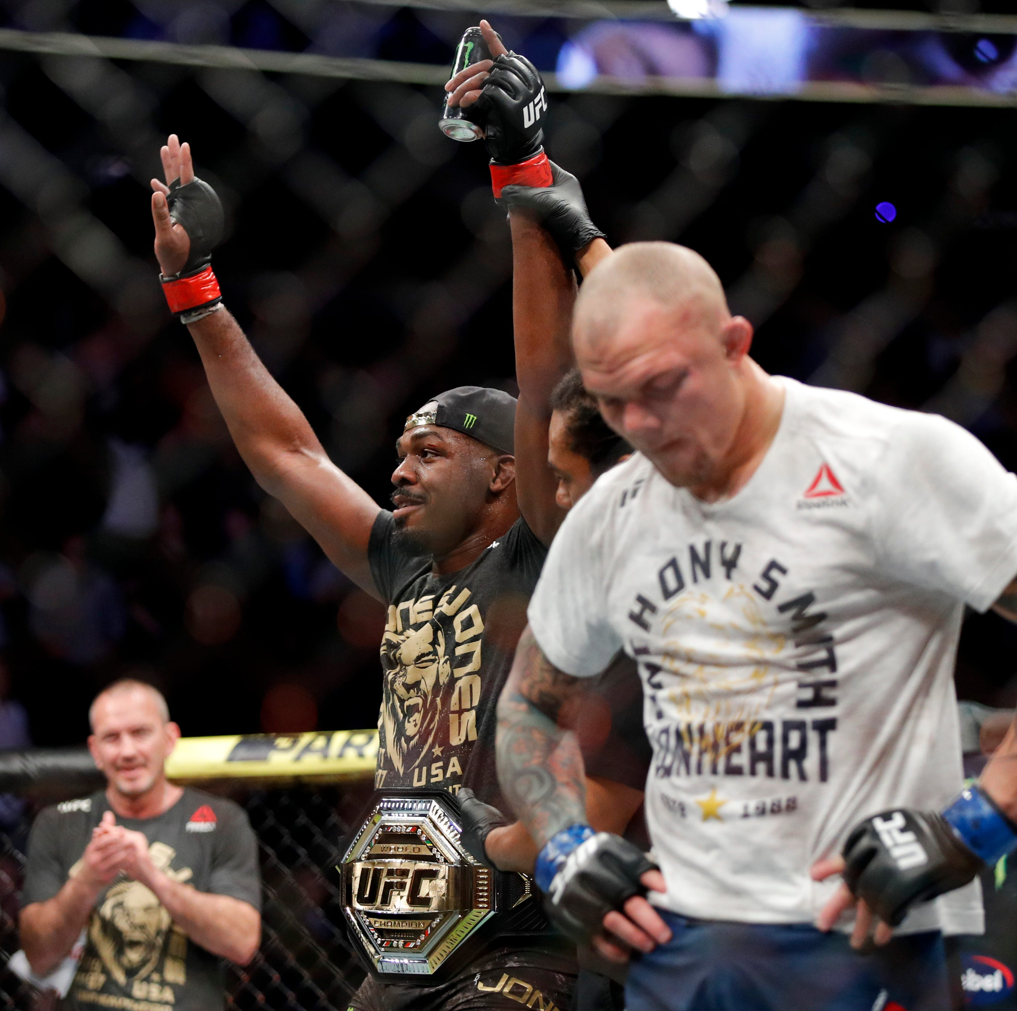 Jon Jones dominates Anthony Smith in UFC title defense
