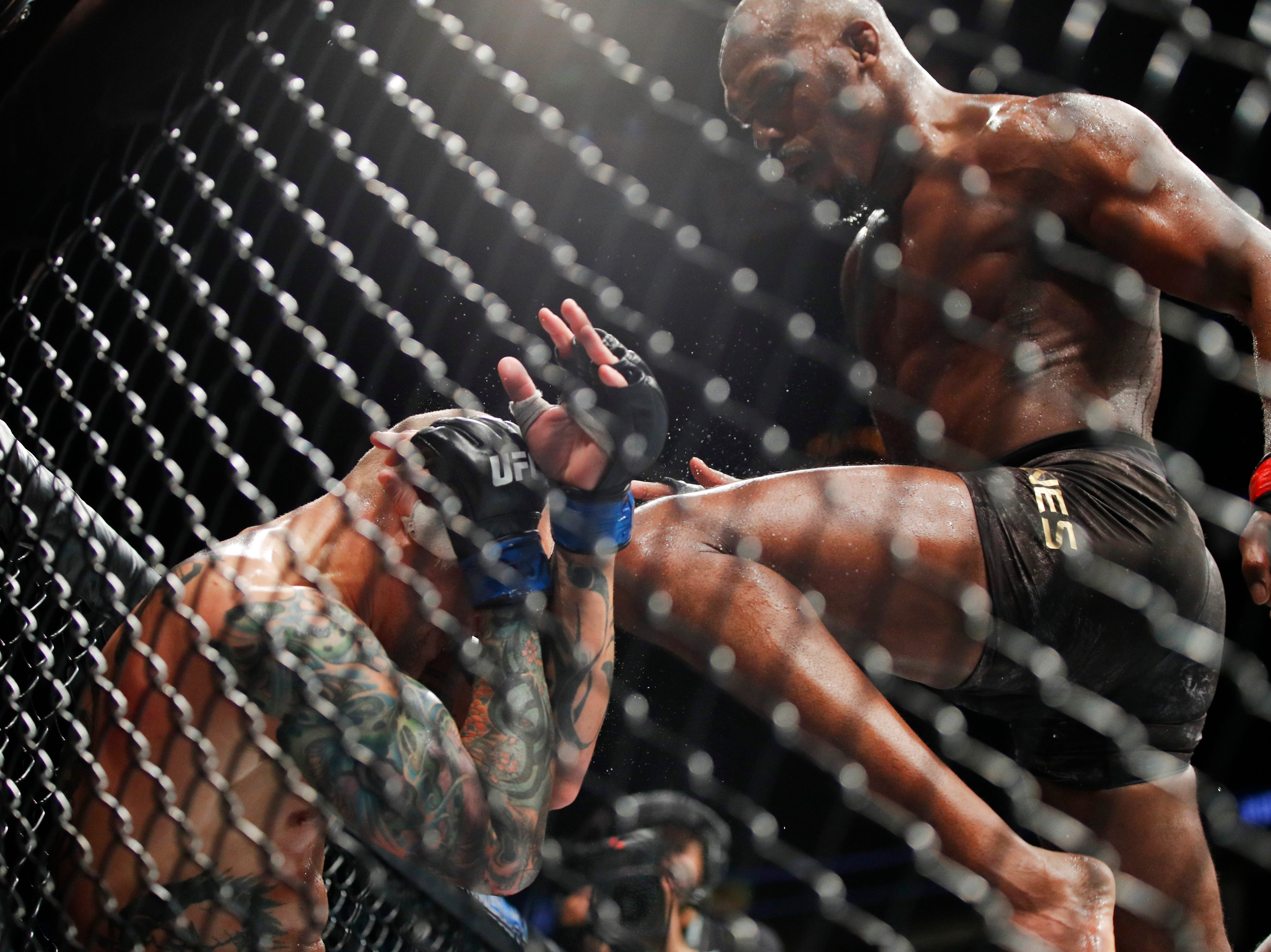 Jon Jones, right, fights Anthony Smith in a light heavyweight mixed martial arts title bout at UFC 235, Saturday, March 2, 2019, in Las Vegas. (AP Photo/John Locher)