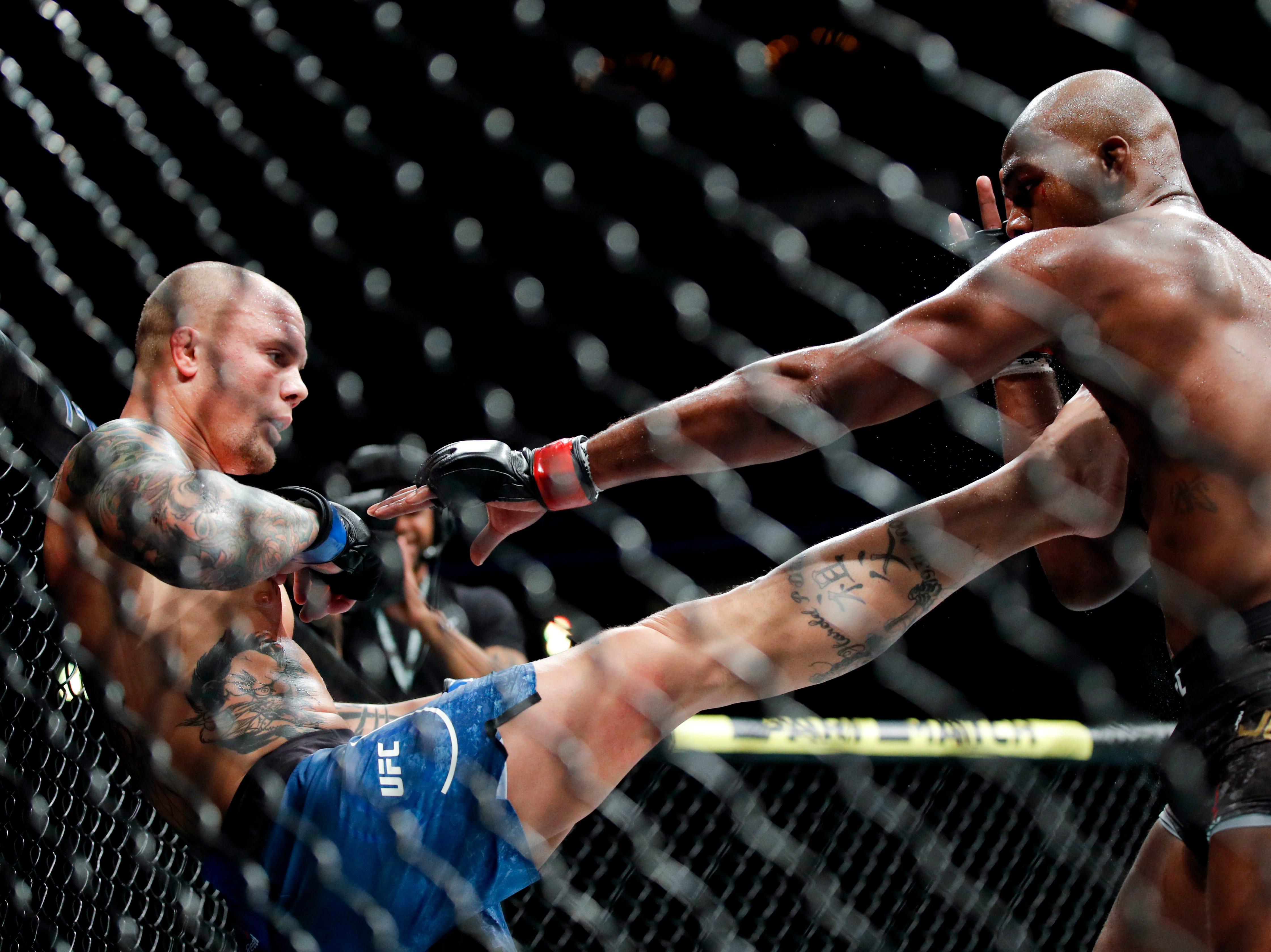 Anthony Smith, left, kicks Jon Jones in a light heavyweight mixed martial arts title bout at UFC 235, Saturday, March 2, 2019, in Las Vegas. (AP Photo/John Locher)