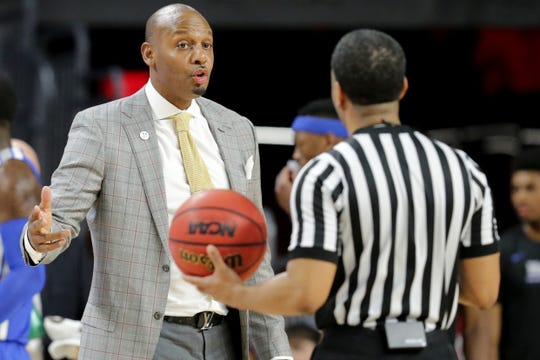 Memphis Tigers head coach Anfernee Hardaway talks to an official in the second half of an NCAA college basketball game against the Cincinnati Bearcats, Saturday, March 2, 2019, at Fifth Third Arena in Cincinnati. Cincinnati won 71-69.
