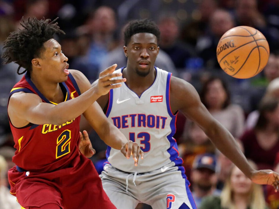 Cleveland Cavaliers' Collin Sexton (2) passes against Detroit Pistons' Khyri Thomas (13) in the first half.