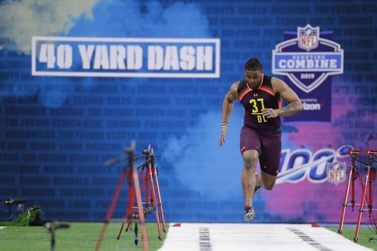 Michigan's  Rashan Gary runs the 40-yard dash during the NFL scouting combine on Sunday.