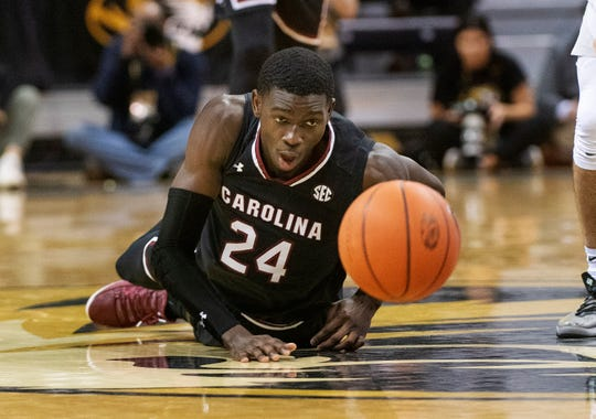 South Carolina's Keyshawn Bryant watches the ball bounce away from him during the first half against Missouri Saturday, in Columbia, Mo. Missouri won the game 78-63.