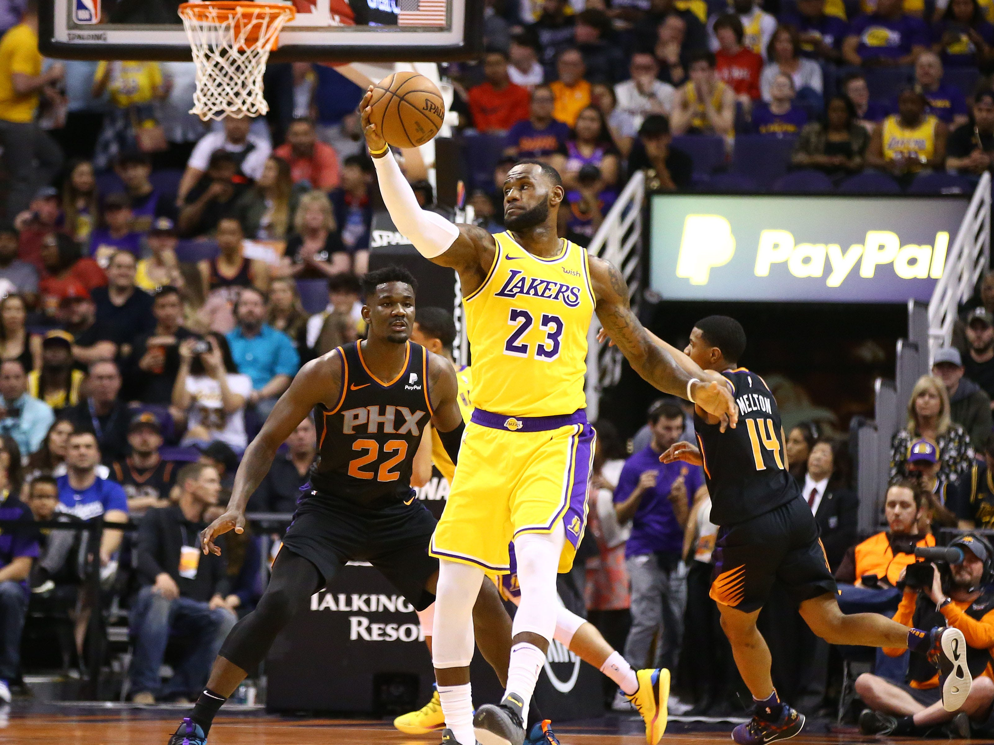 Phoenix Suns Deandre Ayton guards Los Angeles Lakers LeBron James in the first half on Mar. 2, 2019, at Talking Stick Resort Arena in Phoenix, Ariz.